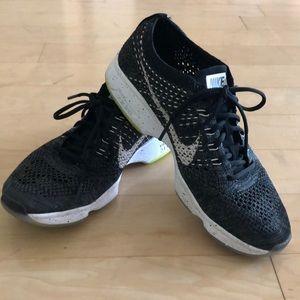 Nike Shoes - NIKE flyknit zoom